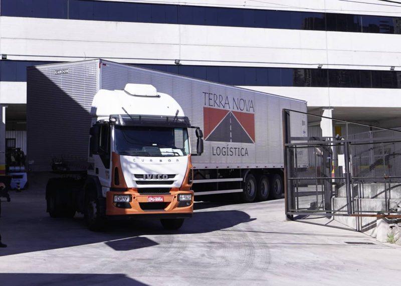 caminhão transporte de carga logística terra nova
