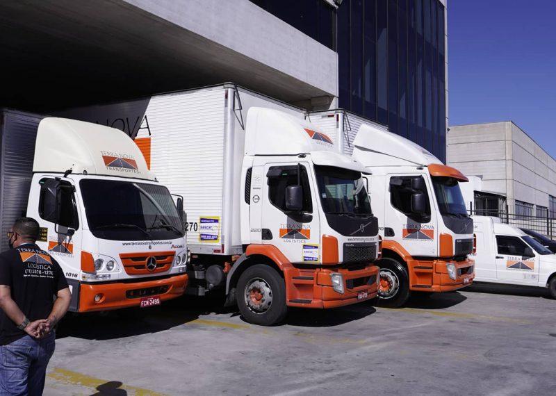 caminhões transporte de carga logística terra nova