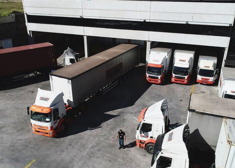 transporte de carga caminhões grupo terra nova logística