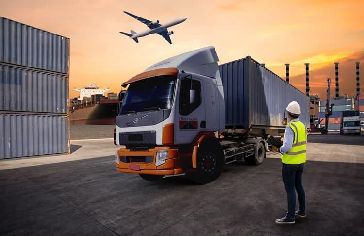 Qual a diferença do transporte rodoviário no modal aéreo e marítimo
